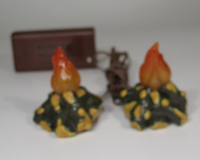 """Lighted Campfires ( 2 Fires) -5"""" Scale - Fontanini"""