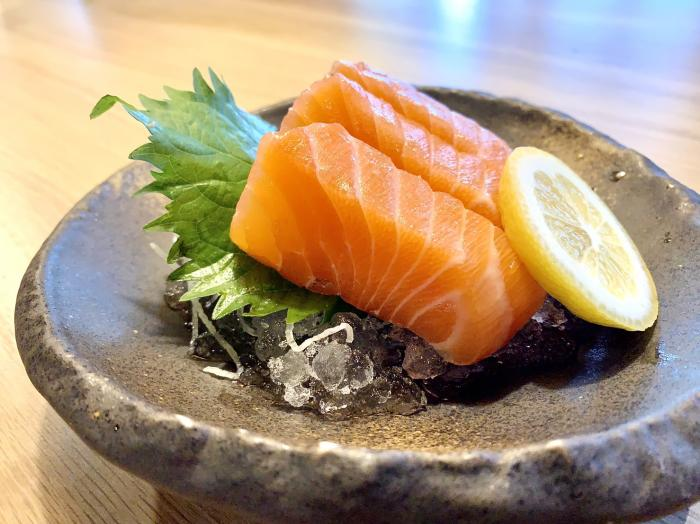 Salmon Sashimi (3pc)