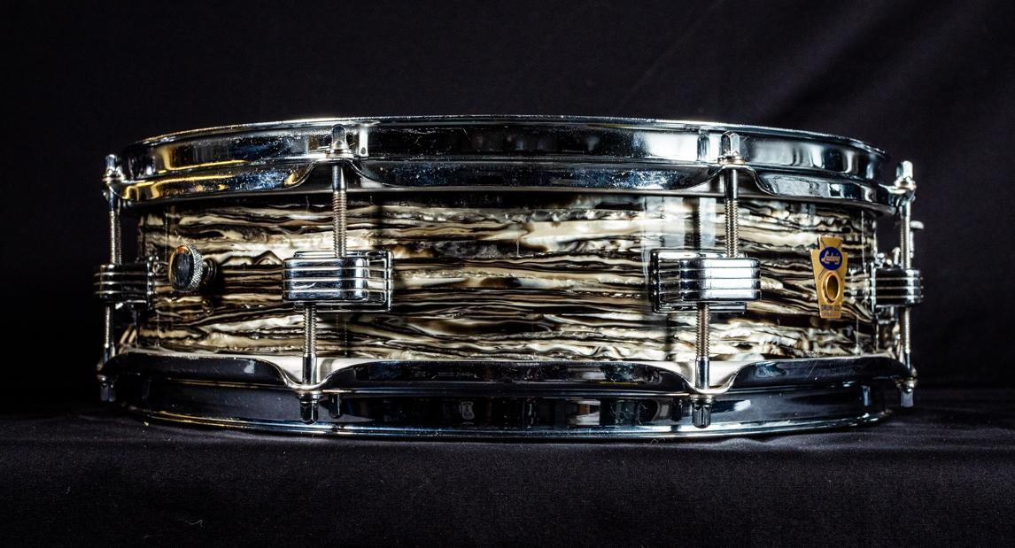 "Transition Badge Downbeat Snare Drum 14x4"" Oyster Black Pearl OBP"