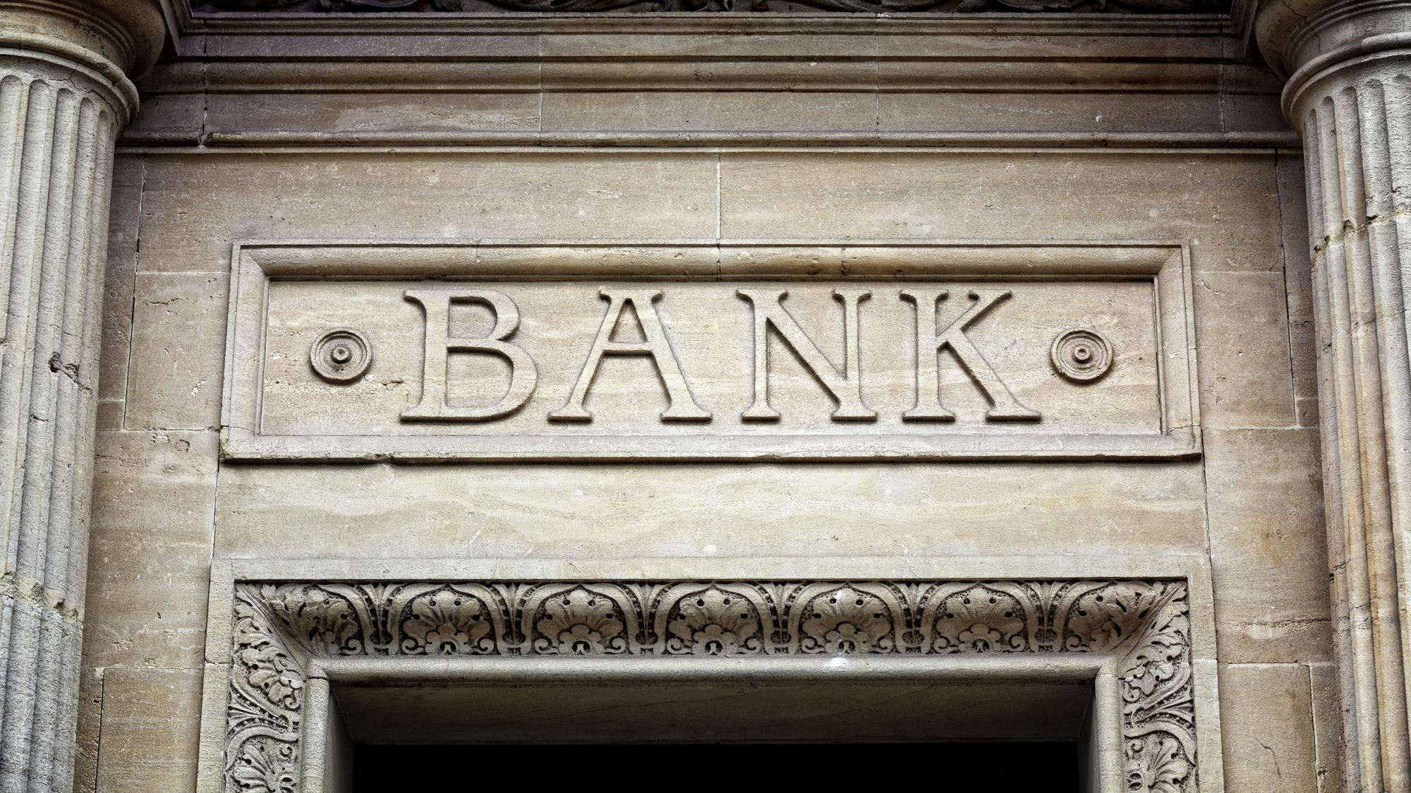 What is the Difference Between an Acquiring Bank and an Issuing Bank?